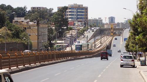 エチオピア|アジスアベバの道路