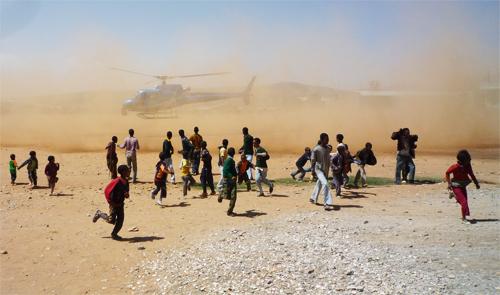 アフリカでの空撮|ヘリ