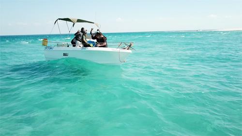 アフリカのドローン|船上