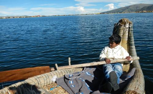 チチカカ湖|子供の船頭