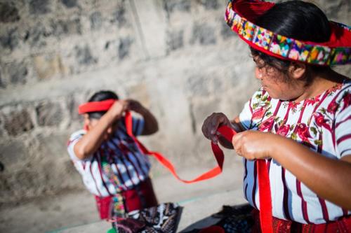 トコヤルを巻く女性|グアテマラでの撮影