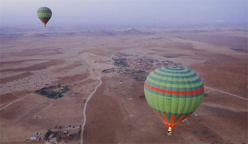 気球の上で朝食を|モロッコ