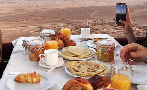 気球の上の朝食|モロッコ